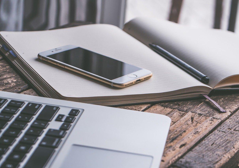 laptop, smartfon, kalendarz