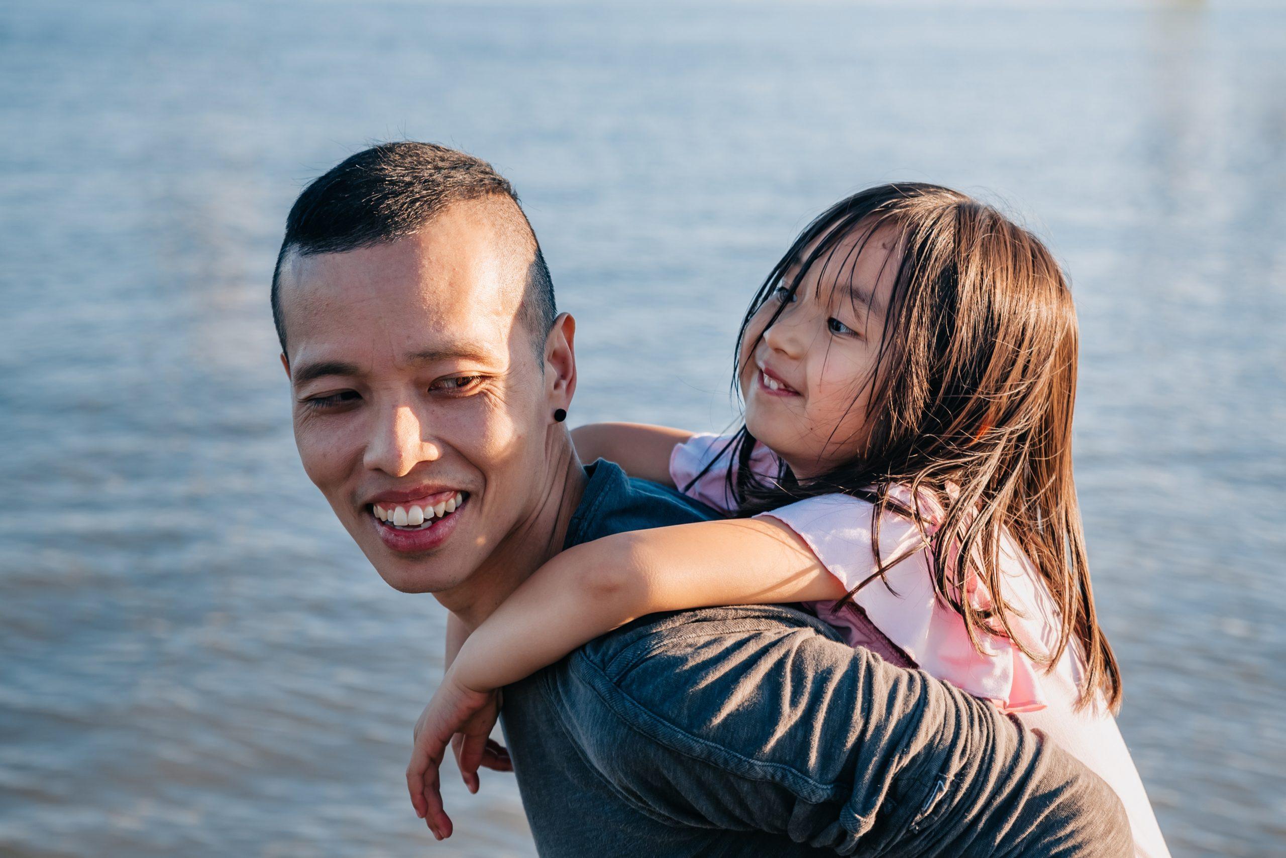 dziecko z tatą